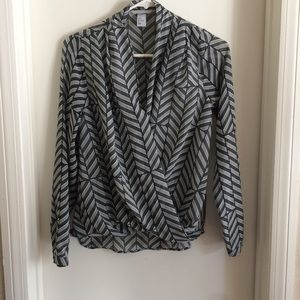 H&M black and white blouse size 4